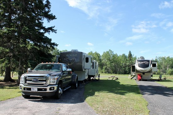 Vermilion Bay, Canada: Pull-through sites are plenty long enough for a full sized RV and tow.