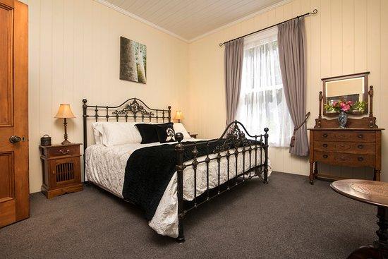 Historic Sennen House Boutique Accommodation: Sir Joseph Banks Apartment