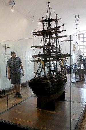 El Fuerte de San Diego: The Nao de China replica.