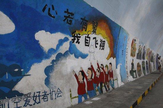 Xiamen University: Tunnel murals / graffiti