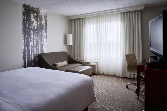 detroit metro airport marriott updated 2018 prices. Black Bedroom Furniture Sets. Home Design Ideas
