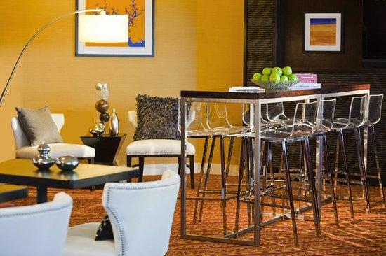 رينيسانس وودبريدج هوتل: Bar/Lounge