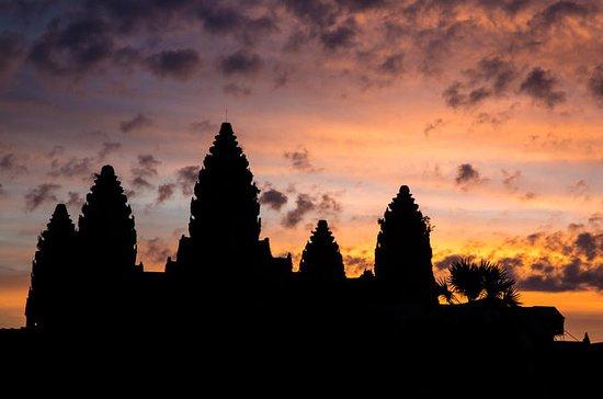 シェムリアップ小グループのアンコールワットの日の出と寺院