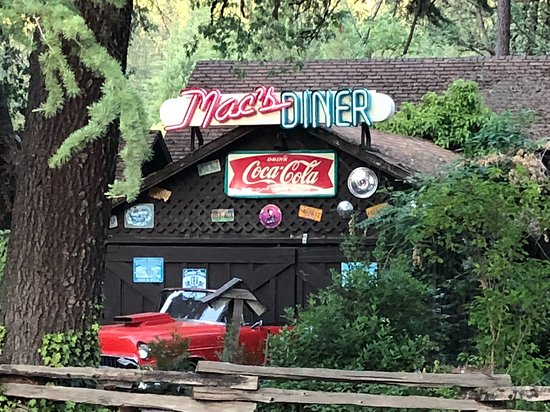 ‪‪Shady Cove‬, ‪Oregon‬: Mac's Diner right next door!‬