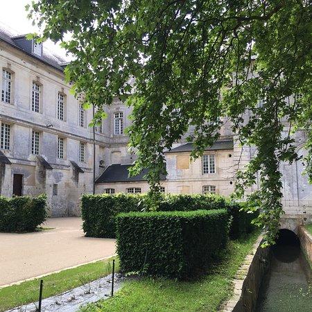 Le Bec-Hellouin, França: photo1.jpg