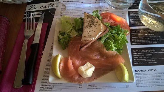 Sable-sur-Sarthe, France: salade de saumon et chèvre