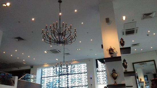 Akbars: Ceiling lighting