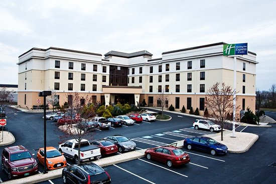 Holiday Inn Express & Suites - Harrisburg West: Exterior