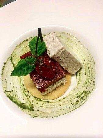 Cuorgne, Italy: Pannacotta al Tonno con Gel di Pomodorini e frolla al Parmigiano