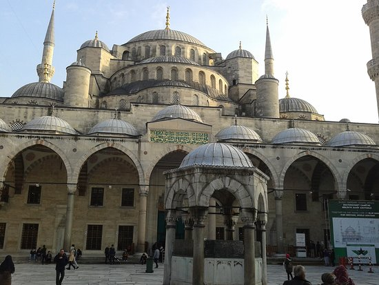 Sultanahmet District: BEAUTIFUL MOSQUE
