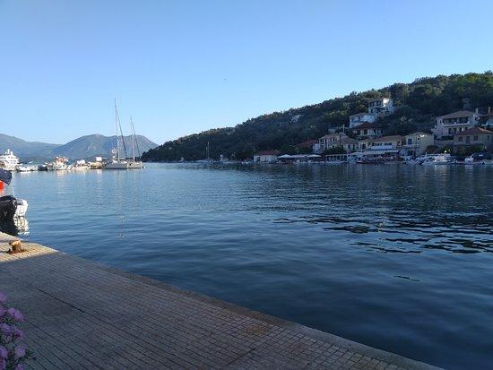 Vathy, Grecia: Πανέμορφη θέα και προσεγμένες γεύσεις στο γραφικό λιμανάκι στο Βαθύ