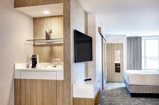 Independence, OH: Suite