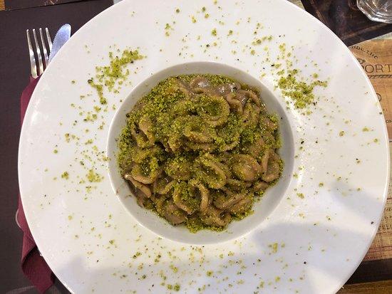 UC Cafè: Mushroom Pasta