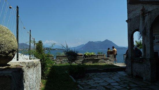 Island of the Fishermen (Isola dei Pescatori): Piazzetta vista lago