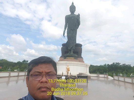 Phutthamonthon: Patung Buddha