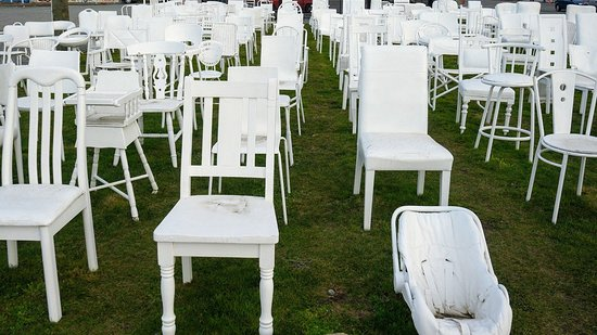 185 Empty White Chairs - Earthquake Memorial: DSC03985_large.jpg