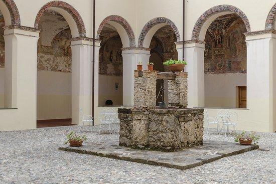 Laurino, Italy: chiostro interno e area della colazione