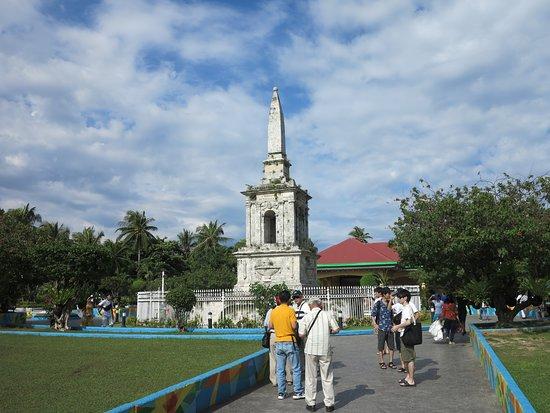 Magellan Shrine: 公園中的紀念碑