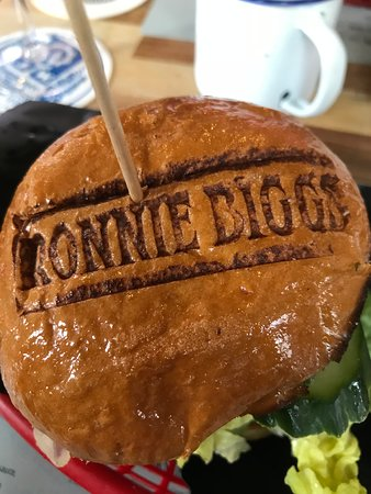 Ronnie Biggs - Burger & Drinks Photo