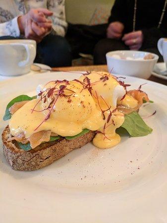 Waterloo Gardens Teahouse: Eggs Royale