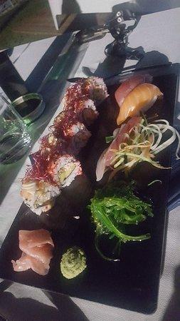 Fossacesia Marina, Italy: Location e sushi