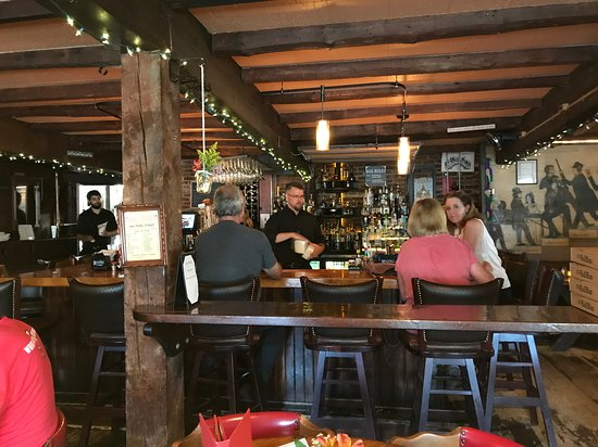 Shirley, MA: Bar area