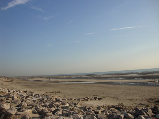 Neufchatel-Hardelot, Франция: View on the beach at low tide