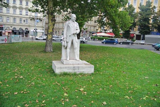 Denkmal Alexander Girardi