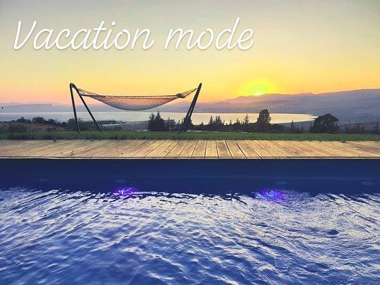 Bikta Belavan: הבריכה הפרטית על רקע נוף הכנרת בשקיעה- קסום ממש.
