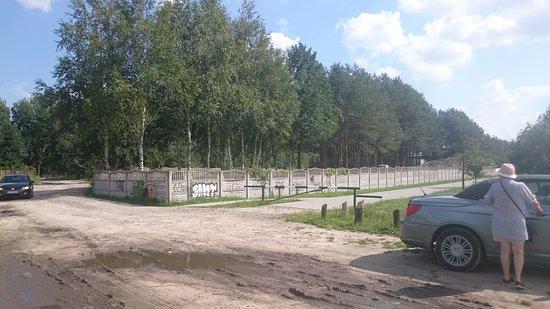 """Izabelin, โปแลนด์: Wprawdzie znalazłem strzałkę """"na zalew""""ale tak wygląda dojazd"""