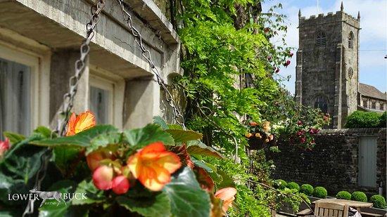 The Lower Buck Inn: Front of the Inn in Waddington