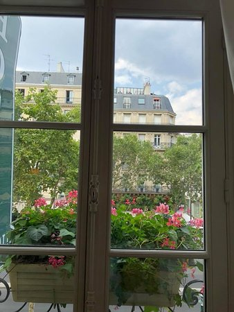 Au Manoir Saint Germain De Pres: View from 2nd floor room.