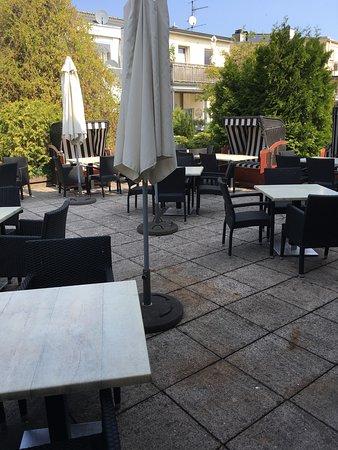 Terasse Im Hinterhof Bild Von Cafe Niederegger Lubeck