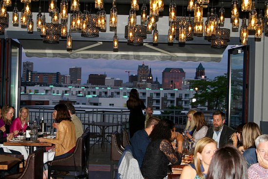 View Mke Casual Dining Atmosphere