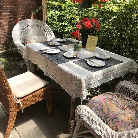 East Hardwick, VT: Perrenial Pleasures Tea Garden Cafe