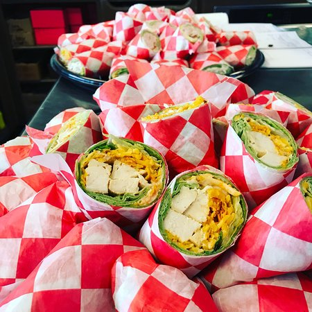 Cabot, Αρκάνσας: We have a variety of wraps, freshly made salads, baked fresh daily cupcakes and more. Come grab