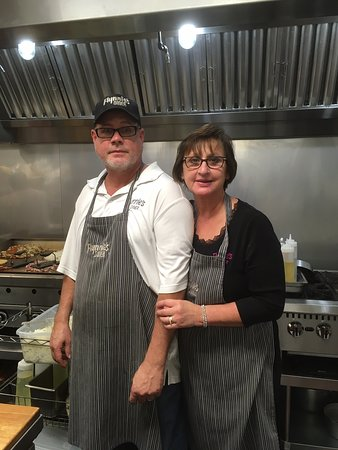 Flynnies Diner: Mike & Cindy owners