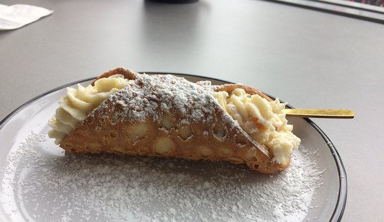 Bundeena, ออสเตรเลีย: ricotta-filled cannoli (is one a cannolo?)