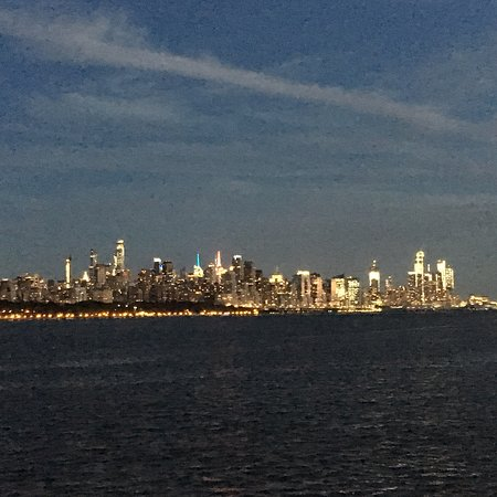 Edgewater, NJ: View of the city in the distance