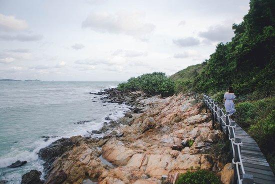 Khao Laem Ya - Mu Ko Samet National Park: ชอบน้ำทะเลเวลาที่กระทบหิน ที่นี่วิวสวยมากๆค่ะ