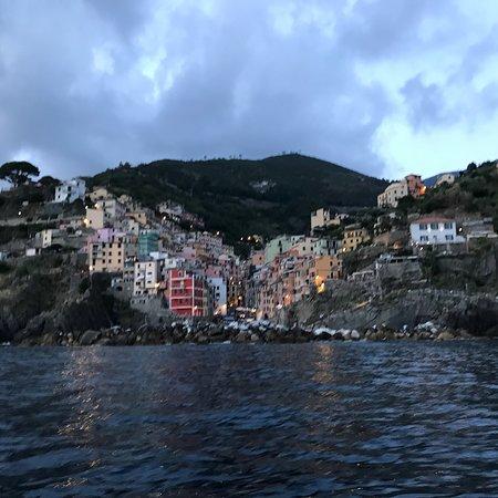 Foto de Enjoy Cinqueterre Boat Tours