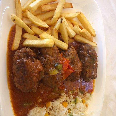 Отличный ресторан! Спокойная обстановка в греческом стиле, столики с видом на море. Вкусная кухн