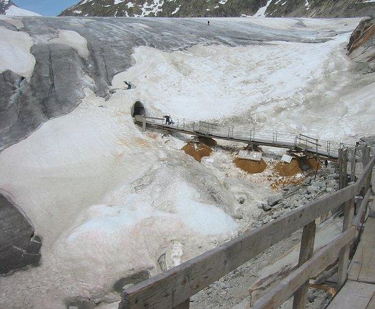 Gletsch, Suíça: 2006 ice grotto entrance