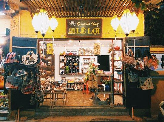21 Le Loi Souvenir Shop