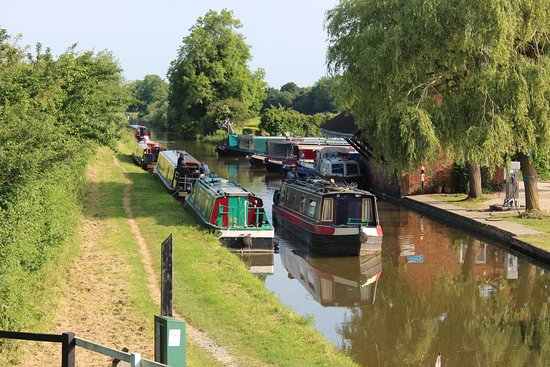Lower Heyford, UK: Sharing the canal