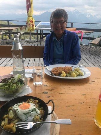 Piesendorf, Österreich: Dinner at the Pinzgauer Hut