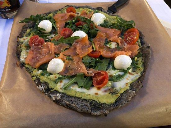 Osteria il Ritrovo: Black Pizza