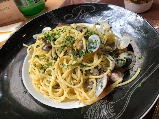 Osteria il Ritrovo: Pasta with clams