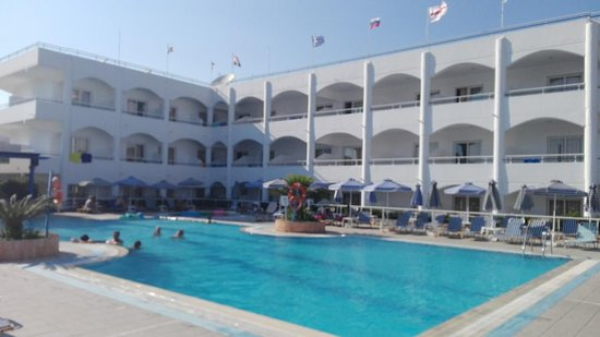Orion Hotel: Hotel pool area