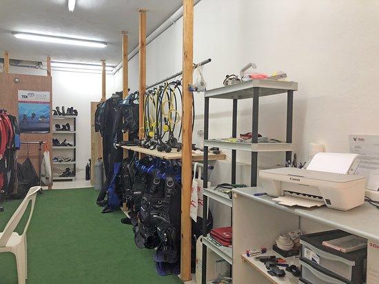 Marsalforn, Malta: Tout le matériel disponible, à vous de choisir : tec, loisir, sidemount, recycleur, trimix, etc.